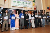 Học viên Lớp 2 trong buổi lễ trao chứng chỉ mãn khóa 2009