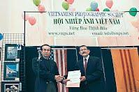 Ông Lê Kim Thuận, đại diện FIAP, và Ông Đỗ Lịnh   Dzũng, Hội Trưởng VNPS